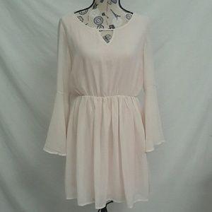 Paper Crane L Bell Sleeve V Neck Dress Light Pink